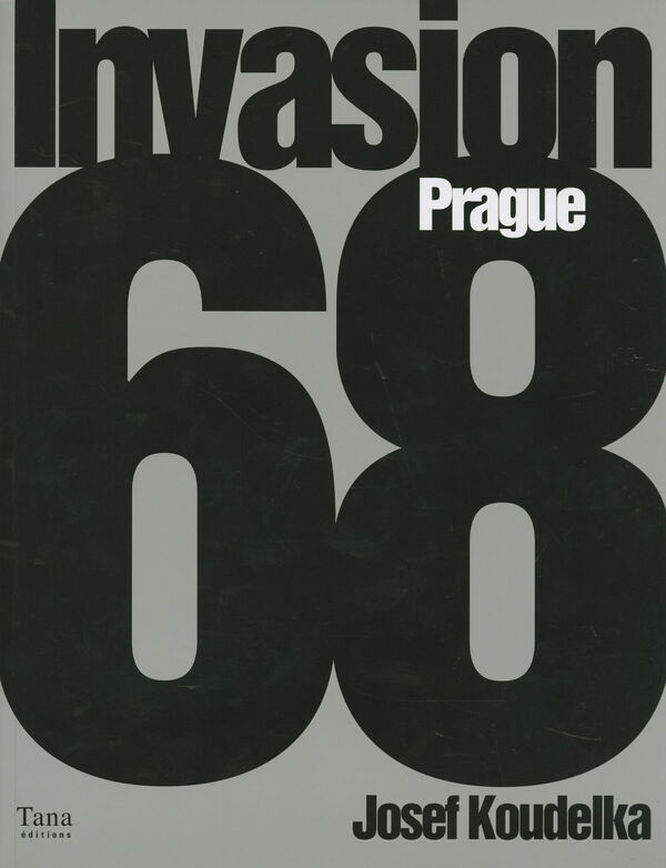 Josef Koudelka – Invasion Prague 68